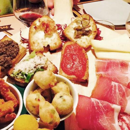 http://www.molenda.it/wp-content/uploads/2016/03/13-Molenda-ristorante-540x540.jpg